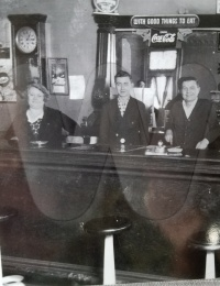z ľava Mary Duffer Jurdik, Joseph Duffer, Jozef Jurdik.jpeg